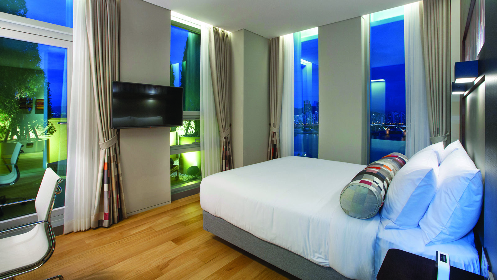 Aloft Suite Room
